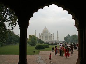 Photo: Taj Mahal hiukan kauempaa