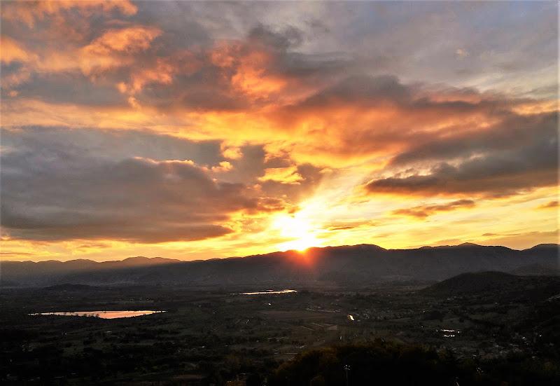 Tramonto dorato sulla Valle Santa di dino pas