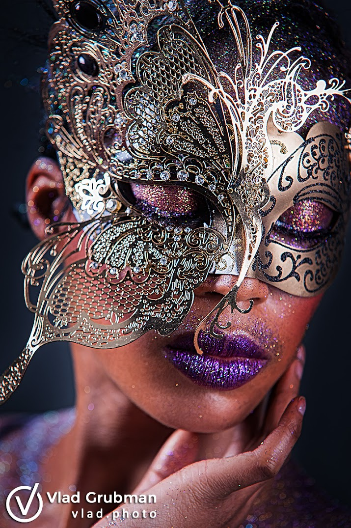 A Shining Beauty - creative makeup with glitter - photography by Vlad Grubman / ZealusMedia.com