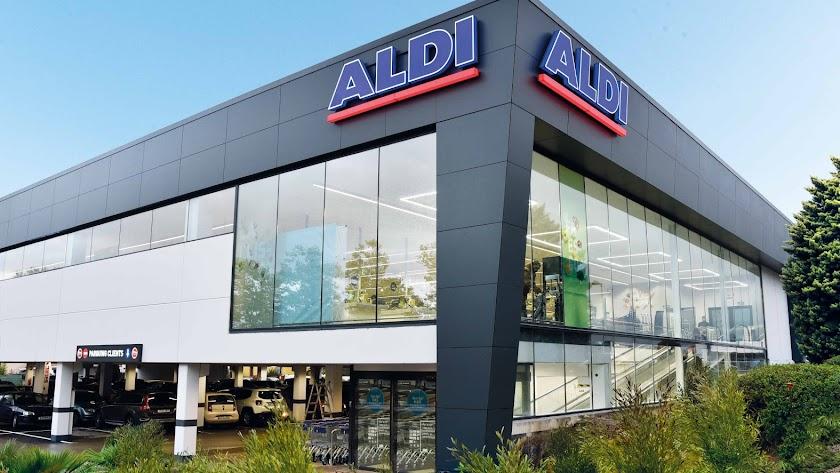Tienda de la cadena de supermercados Aldi ya abierta.