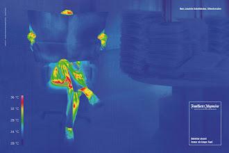 Photo: Deutet seine rote Stirn etwa darauf hin, dass die Gedanken von Professor Hans Joachim Schellnhuber im Vorfeld der Kopenhagener Klimakonferenz heiß gelaufen sind? Zumindest zeigt die Farbe, dass der Wissenschaftler an dieser Stelle wohltemperiert ist: Für das Motiv der F.A.Z.-Kampagne hat Scholz & Friends den Klimaberater der Bundesregierung mit einer speziellen Wärmebildkamera abgelichtet.