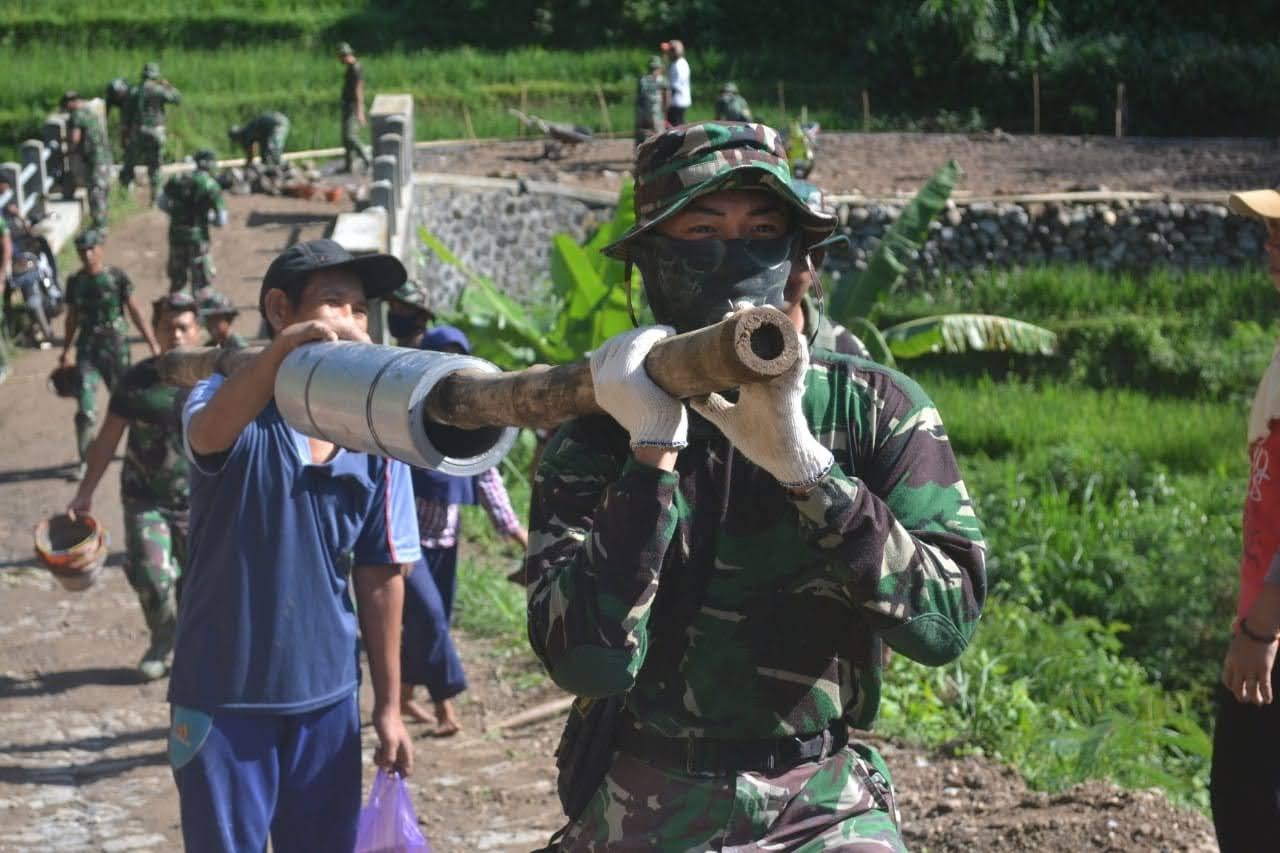 Wujud Nyata Kemanunggalan TNI Kepada Rakyat