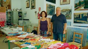 Gregoria y Antonio Andrés, con parte de la colección de abanicos de su madre.