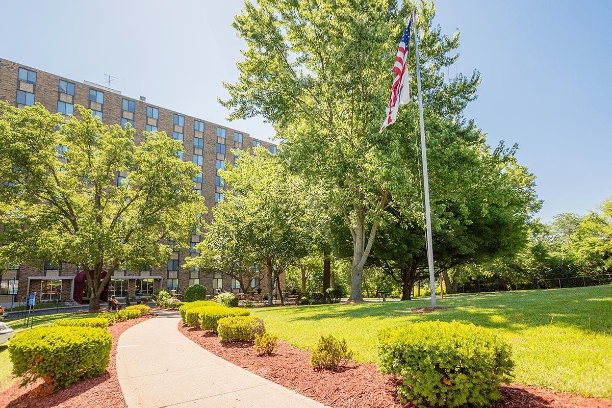 Nowlin Hall Apartments In Kansas City Missouri The