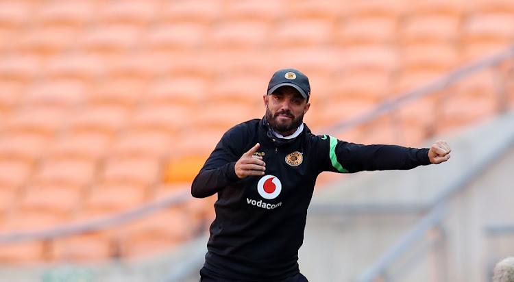 狄龙谢泼德,Kaizer酋长助理教练在Kaizer酋长和Chippa在2021年4月28日在南非约翰内斯堡的4月28日的FNB体育场之间。