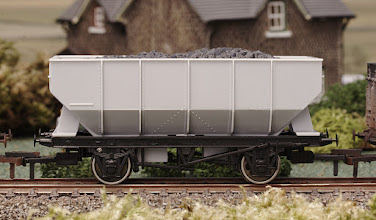 Photo: A003 Unpainted 21 Ton Hopper