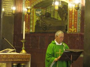 Photo: It.s2C54-141013Cassino, Abbaye, crypte basilique-cathédrale, célébrant à l'ambon  IMG_6548