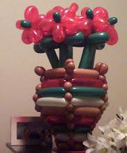 Photo: Balloon-woven vase & flowers
