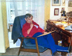 Photo: Виктор Некрасов, в кабинете в квартире на ул. рю Лабрюйер, Париж, февраль 1976