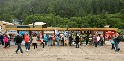 tours-at-juneau-dock.jpg - Visitors can sign up for tours or meet a prearranged tour at Juneau's cruise pier.