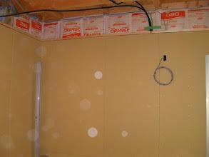 Photo: 防音室を設置する部屋は仕上げ材は要らないので石膏パネルが丸見え。http://www.pianoya.net/pianoya_406.htm