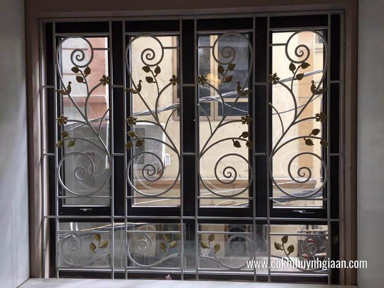 Mẫu cửa sổ đối xứng phù hợp với những cửa sổ có diện tích rộng.