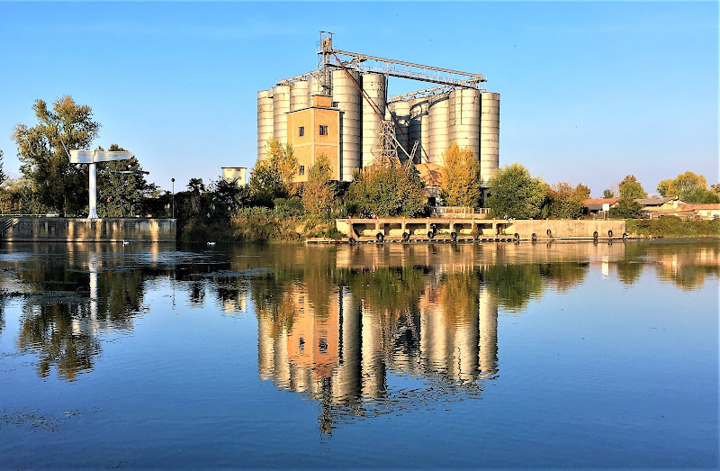 Vecchi silos.... di LASER19