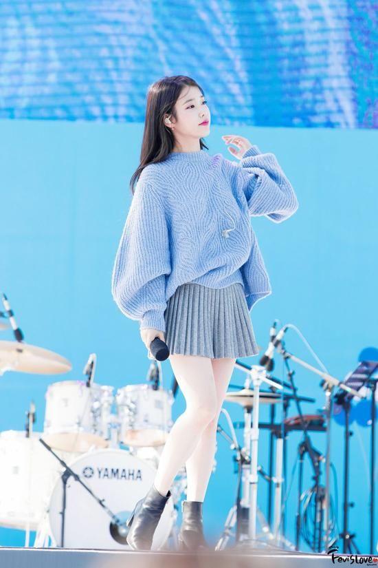 IU sweater 1