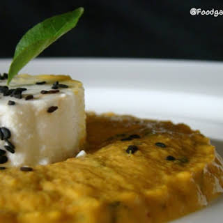 Paneer (Cottage cheese) With Onion And Coconut Curry(Gravy).