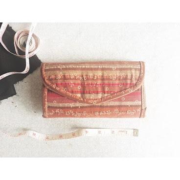 銀包系列👛 💈間條花布💈 依舊貼心設計,有兩格放紙幣位置,既實用又美觀 96265492📞 #AC小手作 #handmade #wallet