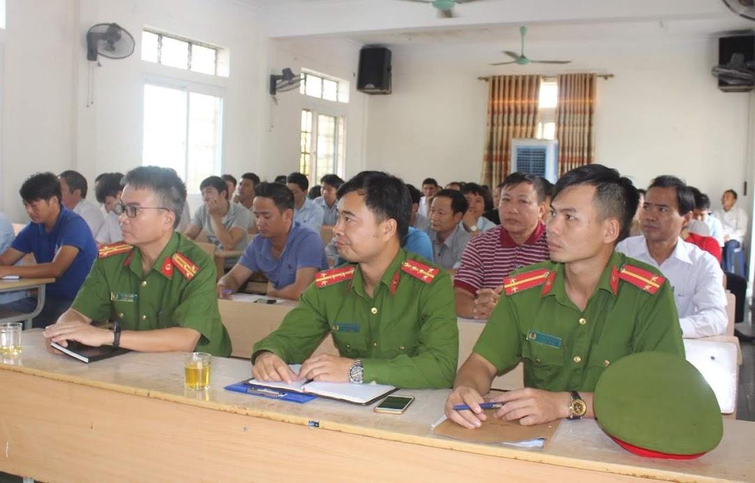 Các học viên tham gia lớp tập huấn