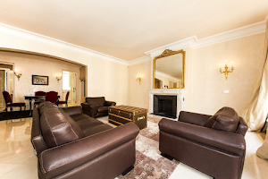 3 bedroom Serviced Apartments near Champs Elysees