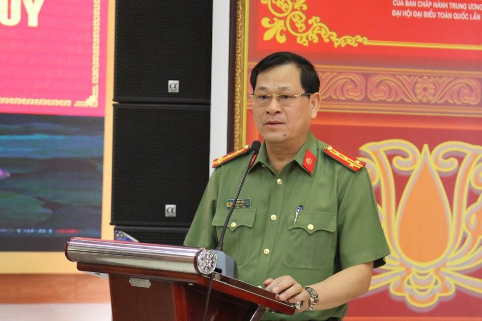 Đồng chí Đại tá Nguyễn Hữu Cầu, Giám đốc Công an tỉnh phát biểu chỉ đạo tại lễ trao thưởng