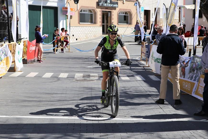 María Esther Garvi cruzando la meta.
