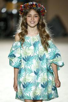 défilé mode enfant Condor look hawaien fille