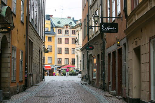Cobblestone-street-in-Gamla-stan.jpg - A street in Gamla stan, Stockholm's historic district, with cobblestones dating to the 1500s.