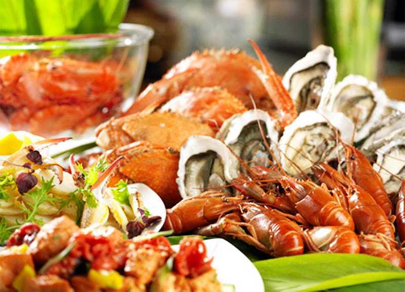 Buffet hải sản cao cấp được bày trí đẹp mắt