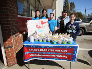 Photo: Selling May Baskets for UW Star Project Competition
