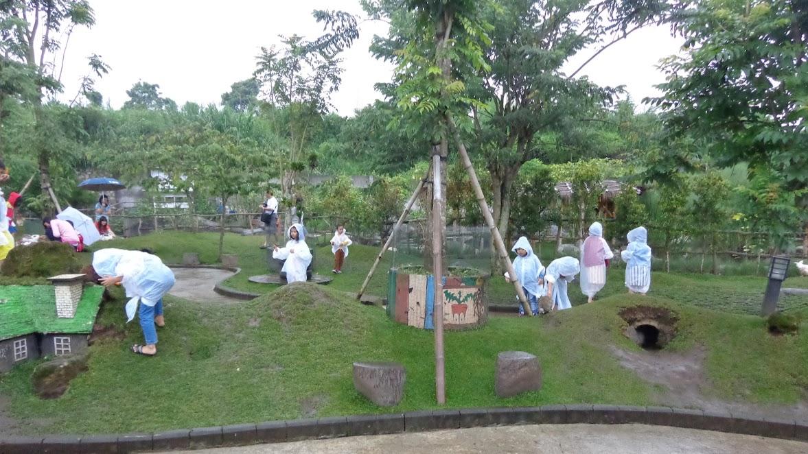 Taman kelinci di Floating Market Lembang