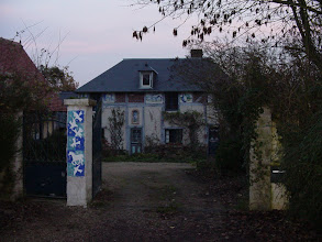 Photo: Farther down, we pass by this interesting tiled home.