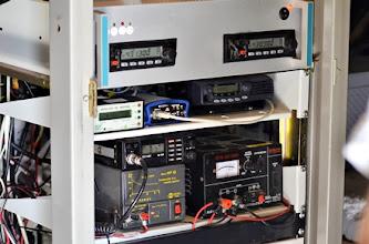 Photo: repetidor ED1YAX de fonía en UHF, digi APRS ED1YAX-3, receptor AIS marítimo.