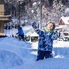 snowplay by Joško Jaman - Babies & Children Children Candids ( child, winter, snow, play, candid )