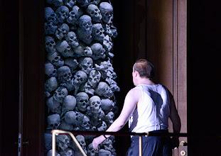 Photo: WIEN/ Burgtheater: Eugène Labiche ‹Die Affäre Rue de Lourcine›. Erweiterte Fassung von Elfriede Jelinek. Premiere am 18.4.2015. Nicholas Ofczareks. Copyright: Barbara Zeininger