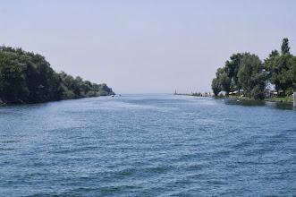 Photo: Einfahrt in den Neuenburgersee