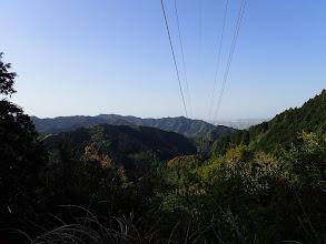 鉄塔から南方面の展望(左端に満観峰、その右に高草山)