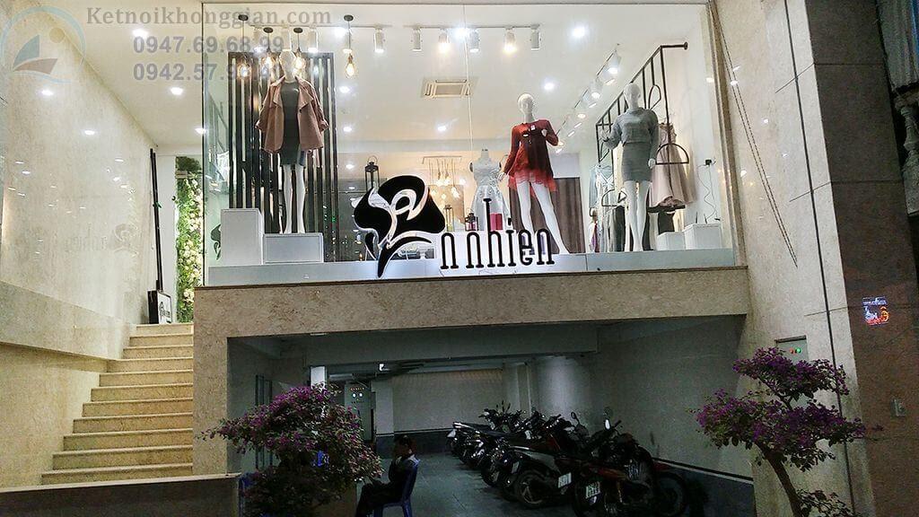 thi công shop thời trang theo không gian mở