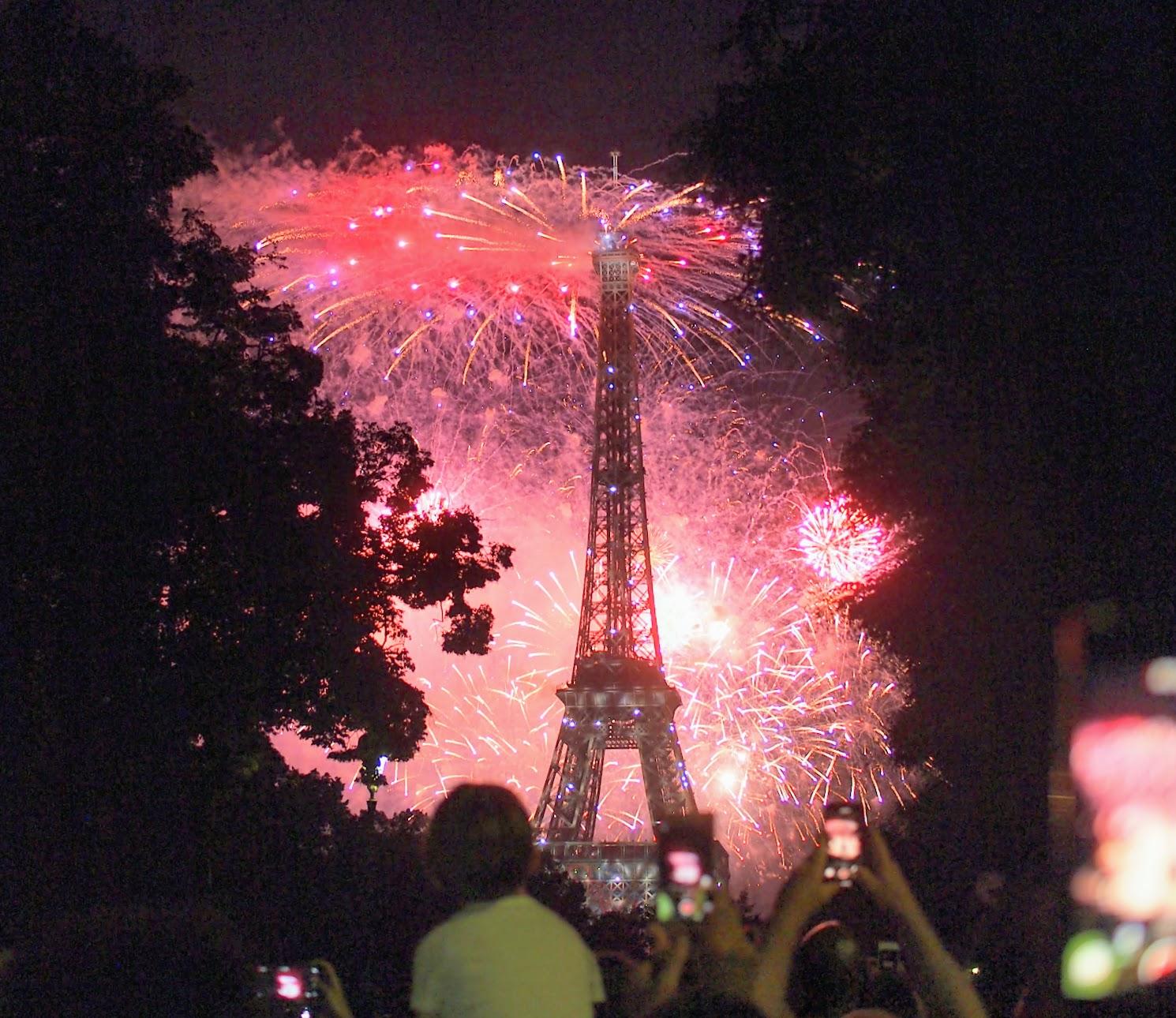 パリ,メーデー,空港,バス,封鎖,交通機関,通行止め,クリスマス,デモ,メトロ,フランス,パリ,7月14日