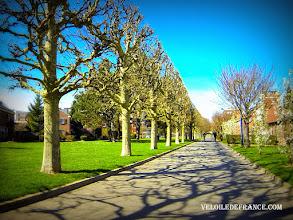 Photo: Voie verte à Clamart - E-guide circuit de déplacement à vélo entre Bourg la Reine et Vélizy 2par veloiledefrance.com  Green path in Clamart - Bike ride e-guide for commuting by bike from Bourg la Reine train station to Velizy 2 shopping center, produced by veloiledefrance.com