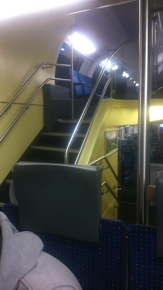 Двухэтажная электричка-поезд из аэропорта в Цюрих