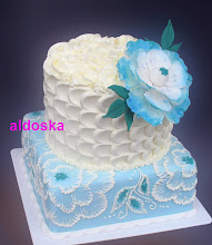 Photo: White and blue flowers by Aldoska (4/16/2012) View cake details here: http://cakesdecor.com/cakes/12090