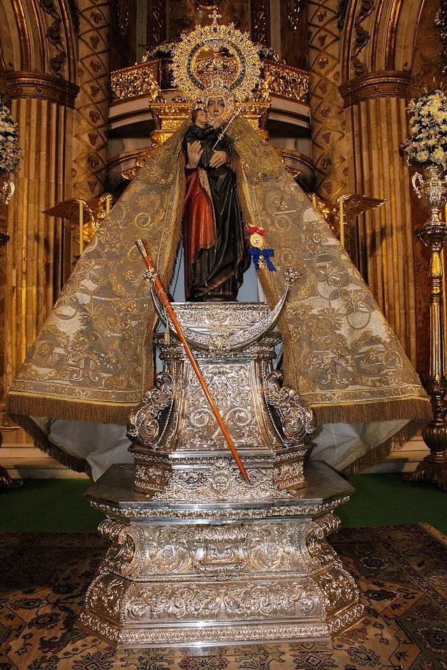 La Santísima Virgen del Mar situada en el presbiterio para los cultos.