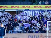 'Spielerei' in het Lotto Park: Beerschot-fan steelt vlag van Anderlecht-fans en bijna zit het spel op de wagen