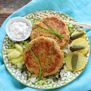Salmon Cakes (Retro Fish Burgers).