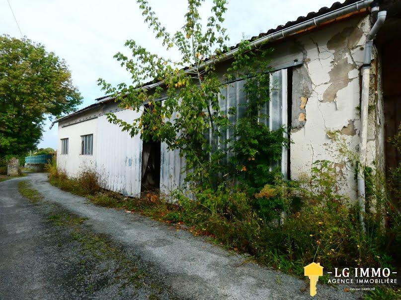 Vente parking  186 m² à Mirambeau (17150), 27 500 €