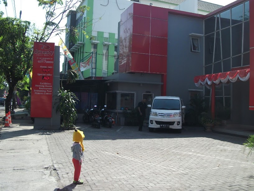 Street view of Dinasty Smart Hotel