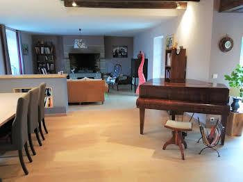 Maison 8 pièces 203 m2