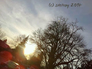 Photo: The sun is shining and it is after 5pm. Oh wow... walking home the sun is on my face as I come home from work