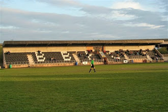 Photo: 27/04/06 v Woodley Sports (NPL Division 1) 1-1 - contributed by Paul Roth