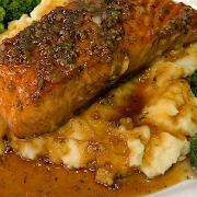 Salmon w/ garlic mash potatoes