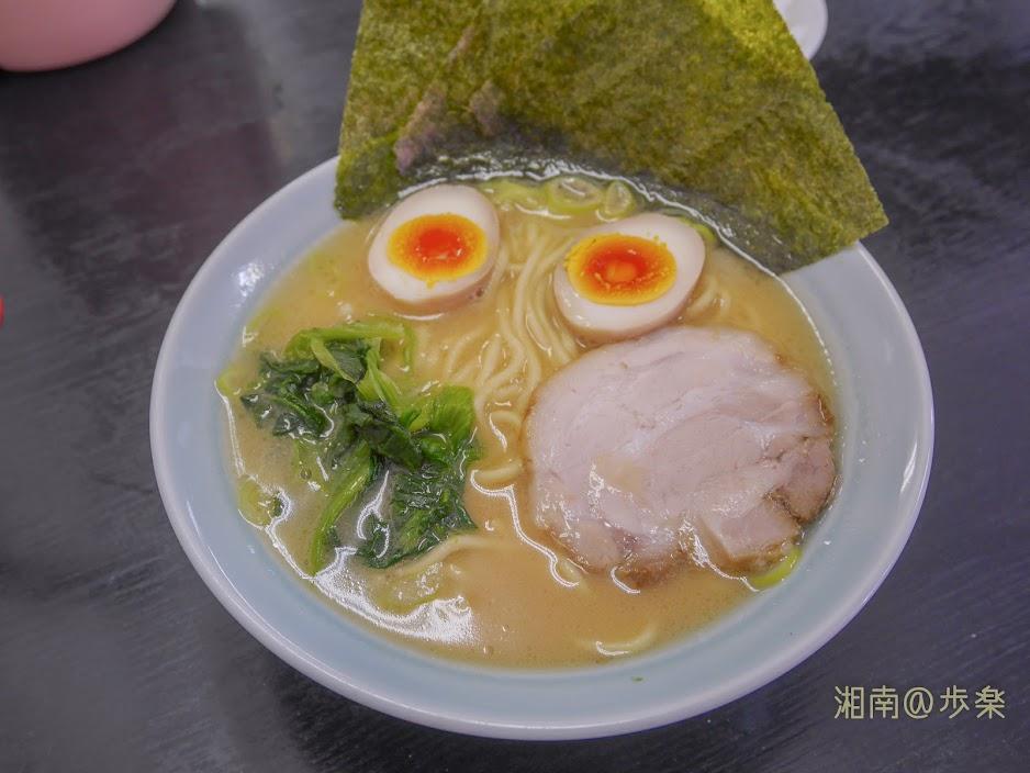 ラーメン海家 味噌@650 白味噌なのか全体が淡く、鶏白湯のような色合いだ。